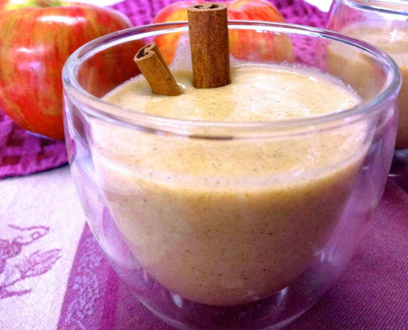 Vanilla Chai-Spiced Banana Apple Smoothie